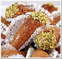 gateau au miel (Gâteau Algérien les cornets au miel) Raw Food Recipes, Cooking Recipes, Desserts With Biscuits, Exotic Food, Arabic Food, Cannoli, Fresh Rolls, Avocado Toast, Food Art