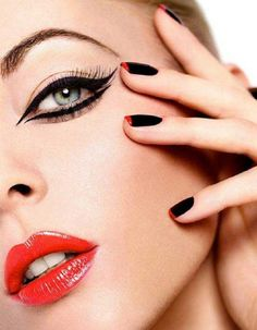 10 make up ideas for New Year's Eve: graphic black eyeliner + vynil red lips + black  red french manicure