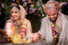 Wedding Pictures of Virat kohli and Anushka Sharma - And Yes they Did! Actress Anushka Sharma and cricketer Virat Kohli tied the knot in Italy on Monday. We have published the dreamy images of their wedding that will melt the heart of their fans. Anushka Sharma Virat Kohli, Virat And Anushka, Actress Anushka, Bollywood Actress, Virat Kohli Marriage, Getting Married In Italy, Thing 1, Outfit Trends, Bollywood Celebrities