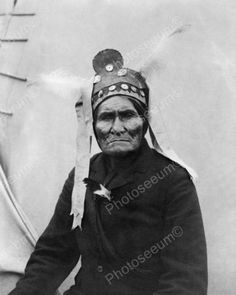 Chiricahua Apache Chief Geronimo at Pan-American Exposition, Buffalo, New York: photo by Charles G. Dudley, 1901 (Library of Congress). Native American Images, Native American Tribes, American Indian Art, Native American History, Apache Indian, Native Indian, Sioux, Cherokee, Portraits
