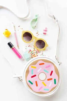 Customize an inexpensive purse with a sprinkled doughnut design.