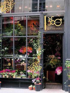The Florist Shop 360 Degrés fleuriste Paris Design Shop, Flower Shop Design, Store Design, Flower Market, Flower Shops, Flower Cafe, Belle Villa, Lovely Shop, Shop Fronts