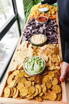 Epic rectangular chips and dips board for any party! Use this board for a game day, Cinco de Mayo, or any other gathering! Epic rectangular chips and dips board for any party! Use this board for a game day, Cinco de Mayo, or any other gathering! Party Platters, Snacks Für Party, Summer Party Appetizers, Party Food Bars, Wedding Snacks, Best Party Food, Bar Food, Summer Snacks, Cooking Recipes