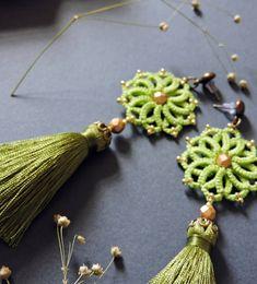 Немного мягких деталек ____________ #leatherstone_frivolite #lace #tatting #earrings #handmade #handmadejewelry #madewithlove…