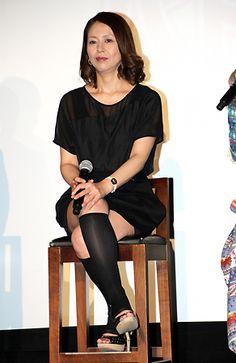 今週のファッションチェック:前髪重めのローラはフレアスカート 小泉今日子は生足披露 - 毎日キレイ