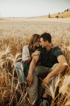 Photo Poses For Couples, Couple Photoshoot Poses, Cute Couples Photos, Engagement Photo Poses, Couple Photography Poses, Couple Posing, Couple Shoot, Picture Poses, Engagement Pictures