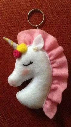 10 DIY felt crafts projects ideas you need to know. Easy Felt Crafts, Felt Diy, Diy And Crafts, Simple Crafts, Clay Crafts, Kids Crafts, Unicorn Ornaments, Felt Christmas Ornaments, Christmas Crafts