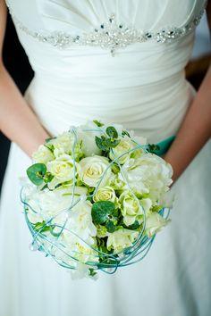 #weddingbouquet #brautstrauss #creme #weiss #türkis #mint #wedding #hochzeit #berlin #weddingplanner #hochzeitsplaner #berlin Foto: AufWolke7, Berlin Weddingplanner: Sarah Linow, Berlin