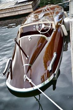 customsignsandtags:ausonia:Classic wooden boat. via reddit  Love to have a boat like this