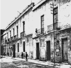 Callejón de Betlemitas, hoy Calle de Filomeno Mata, casas que serían demolidas para la ampliación de la Calle de 5 de Mayo. Año de 1901