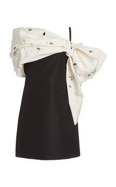 Carolina Herrera Cold-Shoulder Draped Silk Dress Source by modaoperandi dresses Kpop Fashion Outfits, Stage Outfits, Fashion Dresses, Look Fashion, Korean Fashion, Womens Fashion, Fashion Design, Milan Fashion, Fashion Details