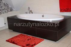 Czerwone dywaniki łazienkowe