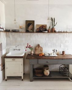 A quick escape out to the Hudson Valley where I finally got to see this dream kitchen in person @thisoldhudson #kitchendesign #kitchenideas #vintagestyle