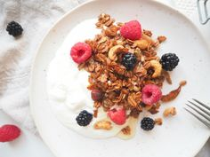 Domácí granola - My Cooking Diary Granola, Waffles, Cereal, Oatmeal, Cooking, Breakfast, Recipes, Food, The Oatmeal