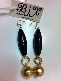 orecchini realizzati con pietre dure cabochon in ottone. #earrings #orecchini #handmade