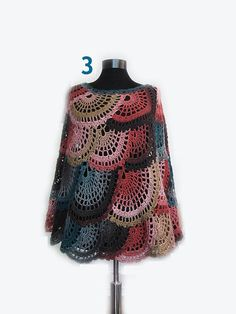 Giving you the trendy look every season of the year. This capelet and poncho is a very elegant piece. This capelet and poncho will look beautiful on a jeans, a lovely dress or over a jacket. Premium Acrylic Size: 1 UK US EU Poncho Au Crochet, Crochet Scarves, Crochet Lace, Crochet Girls, Crochet Woman, Mundo Hippie, Poncho Cape, Boho, Crochet Capas