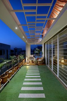 Image 6 of 28 from gallery of House / Manoj Patel Design Studio. Photograph by Tejas Shah Rooftop Terrace Design, Terrace Garden Design, Balcony Design, Rooftop Garden, Roof Design, House Design, Home Garden Design, Balcony Ideas, Patio Design