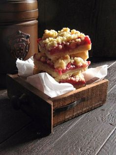 Brown Butter Strawberry Streusel Bars