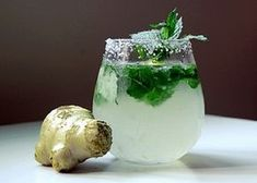 Juice of ginger, lemon, cucumber and mint for a flat stomach - Healthy Detox Drinks Detox Drinks, Healthy Drinks, Healthy Recipes, Home Remedies For Vomiting, Cucumber Detox Water, Cucumber Lemonade, Ginger Lemonade, Vodka Lemonade, Mint Mojito