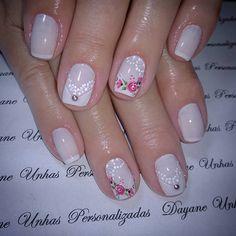 #unhaspersonalizadas #unhasbranquinhas #unhasbemfeitas #instadeunhas #unhasdefrancesinha #francesinha #unhaslindas #unhascriativas… Pretty Hands, Wedding Nails, Nailart, Nail Designs, Roses, Color, Beauty, Instagram, Nail Hacks