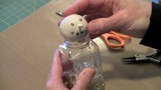 Making Holiday Snowmen by Joggles.com