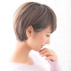 丸みが女性らしさを引き立たせる 大人可愛い耳かけショートヘア♡