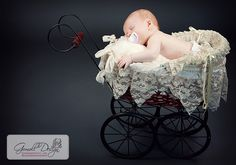have a stroller like this... am lookin forward to gettin some baby pics in it! :D