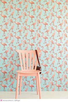 I'm having a serious case of flamingo fever! Is Flamingo the new pattern? In any case, nothing brightens an interior and says summer like a flamingo! Kitsch, Flamingo Wallpaper, Wall Decor, Room Decor, Funky Home Decor, Home And Deco, Pink Flamingos, Flamingo Print, Flamingo Nursery
