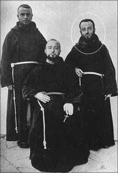 St. Leopold Mandic (circled).: FRANCISCANOS - HÁBITOS