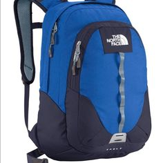 The North Face Vault Backpack Keep your gear safely stashed away in the 26-liter Vault. Iron-clad design features a large main zip compartment that accommodates books and binders, with a secondary zip compartment that features internal organization to keep you in-check. External lash points on the pack's face permit a carabineer to loop-through. Carabiner clip is broken on this backpack.FlexVent™ injection-molded shoulder straps. Large main compartment fits books and bindersSecondary…