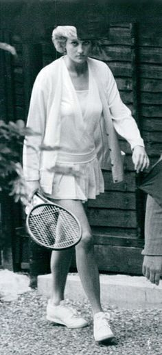 1987-06-02 Diana leaves the Vanderbilt Racquet Club after a game of tennis