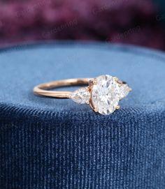 Oval Diamond, Diamond Cuts, Enagement Rings, Big Engagement Rings, Wedding Jewelry, Wedding Rings, One Ring, Vintage Rings, Fashion Rings