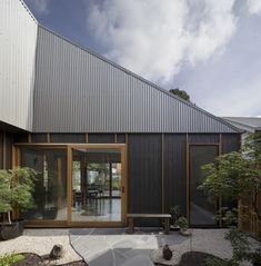 Completed in 2016 in Thornbury, Australia. Images by Tatjana Plitt. The Thornbury House is a low cost, compact family home set within a quiet, inner-suburban context. The design is underpinned by its playful roof form. Courtyard House, Facade House, House Roof, House Exteriors, Australian Architecture, Modern Architecture, Residential Architecture, Australian Houses, Landscape Arquitecture