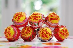 """For the design of the Chupa Chups logo, Salvador Dali incorporated the Chupa Chups name into a brightly coloured daisy shape. The brand name comes from the Spanish verb chupar, meaning """"to suck. 90s Childhood, My Childhood Memories, 90s Candy, Discontinued Food, Logo Design Love, Famous Logos, Ol Days, Candy Shop, 90s Kids"""