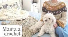 Y si te ha gusta el tutorial de la manta pasada esta te fascinara, anímate a crear esta manda practica y fácil tejida en un hilo mas grueso pero igual Knitted Blankets, Teddy Bear, Knitting, Blankets, Crochet Blankets, Sewing Crafts, Knitting And Crocheting, Tricot, Breien