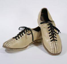 """Vintage 1960s Men's Creme Tan Leather Lace Up by ParkwaterPrincess  12""""  $25"""