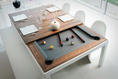 Hvis du alligevel skal have et spisebord i stuen, kan det vel lige så godt også fungere som et poolbord. Fusion Table måler 2,3 x 1,34 me