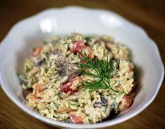 Салат из креветок с рисом и грибами