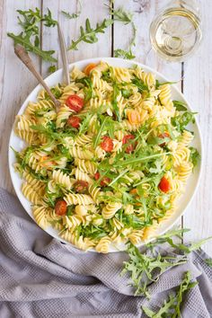 A Lemon Rocket Pasta Salad full of freshness and green goodness. The large fusilli pasta is tossed in fresh lemon juice and just a little olive oil to create this bright, vibrant salad, perfect for a cold lunch on a hot day! Healthy Dinner Recipes, Healthy Snacks, Vegetarian Recipes, Healthy Eating, Delicious Recipes, Cooking Recipes, Tasty, Spaghetti Bolognese, Penne