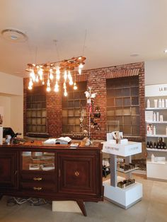 Salon Why Not à Pontarlier. | Photo : Pascale Prunier-Froment #echoscoiffure #coiffure #salondecoiffure #salonwhynot Liquor Cabinet, Storage, Shopping, Furniture, Home Decor, Plum Tree, Hair Style, Drawing Rooms, Purse Storage