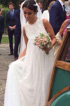 Navascués – Vestidos Novia Navascués – NOVIAS Classy Wedding Dress, Wedding Bride, Bridal Gowns, Wedding Gowns, Bridal Tips, Newlyweds, Bridal Style, Wedding Styles, Entertainment