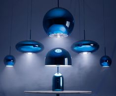 Lampe a poser bell large bleu tom dixon normal Blue Pendant Light, Copper Pendant Lights, Copper Lighting, Round Pendant, Pendant Lighting, Blue Table Lamp, Table Lamp Shades, Light Table, Lamp Light