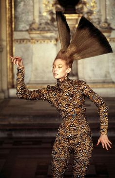 STRIKE A POSE! - highfashionhautecouture: Givenchy Haute couture...