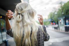 On ne peut pas trouver des cheveux semblables à ceux de Vienna De Vey. Ils n'existent pas. Mais on peut trouver de longs cheveux blonds...