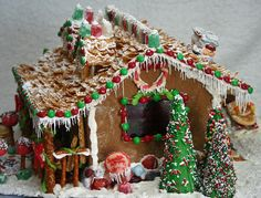 WB Gingerbread House[5].jpg (image)