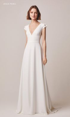 The Pantiles Bride, Tunbridge Wells in Kent are stockists for the beautiful range of classic and Boho gowns by Jesus Peiro. Vegas Dresses, Modest Dresses, Pretty Dresses, Bridal Dresses, Beautiful Dresses, Formal Dresses, Stunning Wedding Dresses, Wedding Gowns, Boho Gown