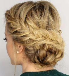Peinado elegante recogido con diferentes tipos de trenza, perfecto para una fiesta o boda