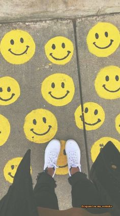 Wallpaper Backgrounds - ☆p i n t e r e s t - Summer Aesthetic, Aesthetic Photo, Aesthetic Pictures, Aesthetic Indie, Aesthetic Yellow, Sidewalk Chalk Art, Chalk Drawings, Photocollage, Happy Vibes