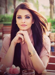 Aishwarya {2013}- love her in pastel colours.