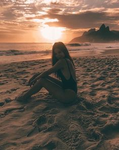 Fotos en la playa - - Sun Tutorial and Ideas Summer Pictures, Beach Pictures, Beach Photography Poses, Summer Photography Instagram, Photography Jobs, Travel Photography, Photographie Portrait Inspiration, Poses Photo, Instagram Pose
